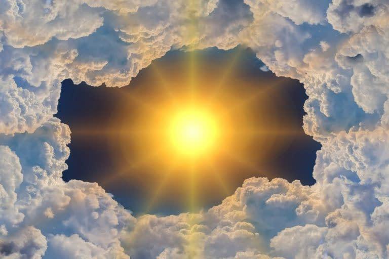 cielo nubi sole raggi