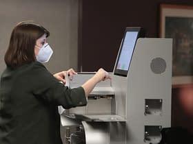 addetto sondaggi schede elettorali