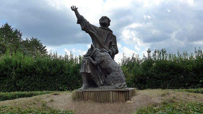 Gubbio statua San Francesco e il Lupo