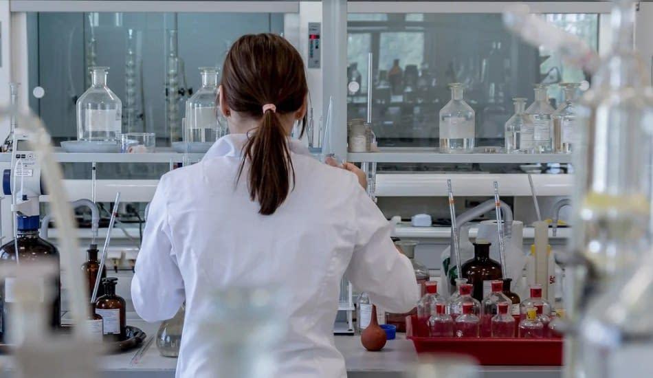 dottoressa laboratorio