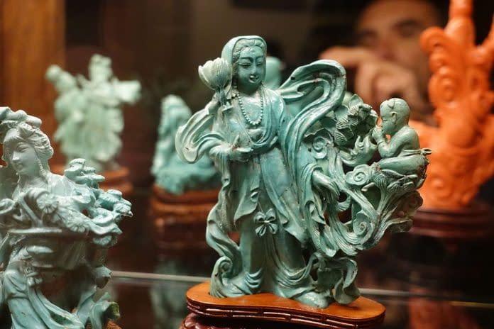 sculture in giada