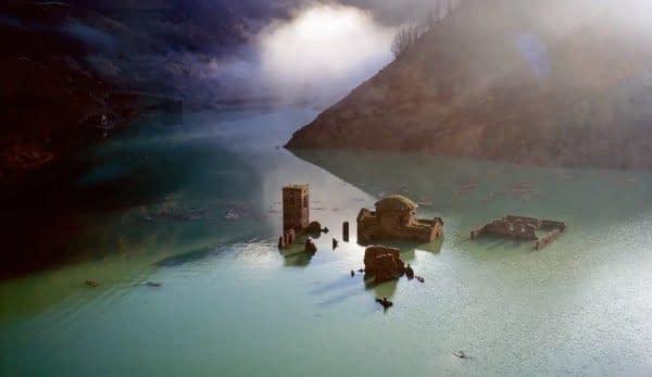 borgo italiano acqua lago