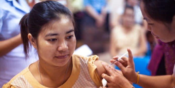 vaccino coronavirus ragazza