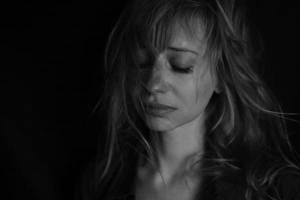 donna emozione tristezza