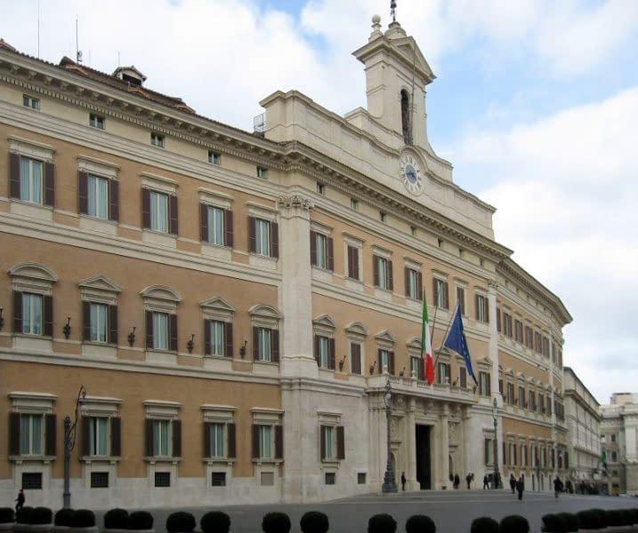 sede del parlamento italiano a montecitorio