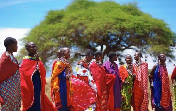 danza costumi colorati Maasai