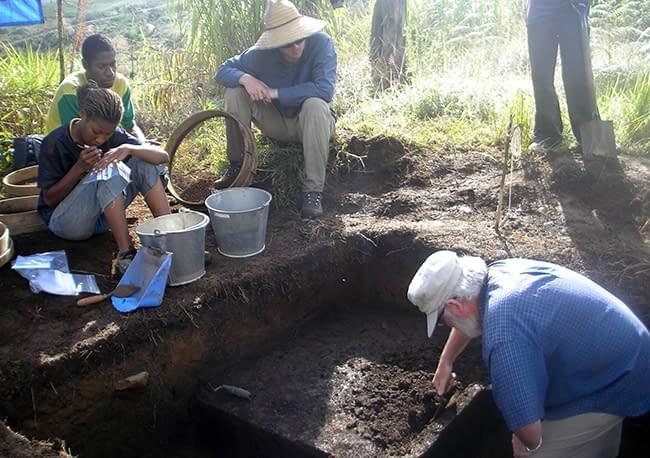 Nuova Guinea scavi terra archeologi