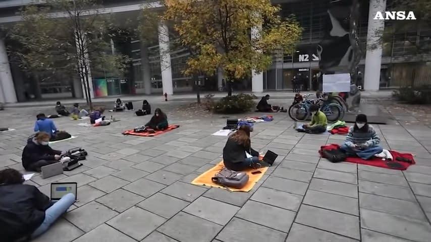 studenti protesta lezione in presenza
