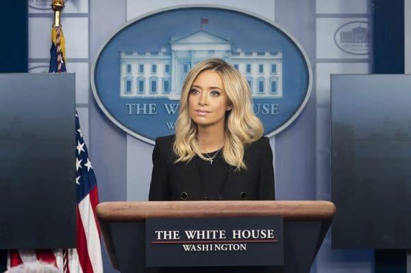Kayleigh McEnany conferenza stampa Casa Bianca