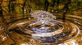 acqua goccia onda
