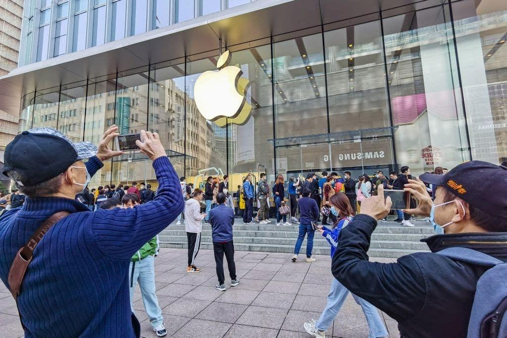 foto inaugurazione Apple Store