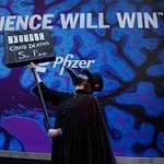 dimostranti pro- vaccino Pfizer