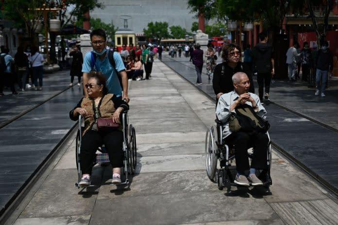 uomo donna sedia a rotelle