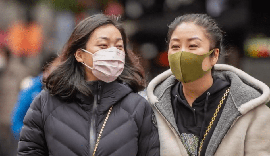 ragazze con mascherina